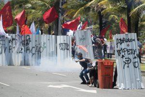 Protesto contra Leilão de campo de petróleo Barra da Tijuca, Rio de Janeiro